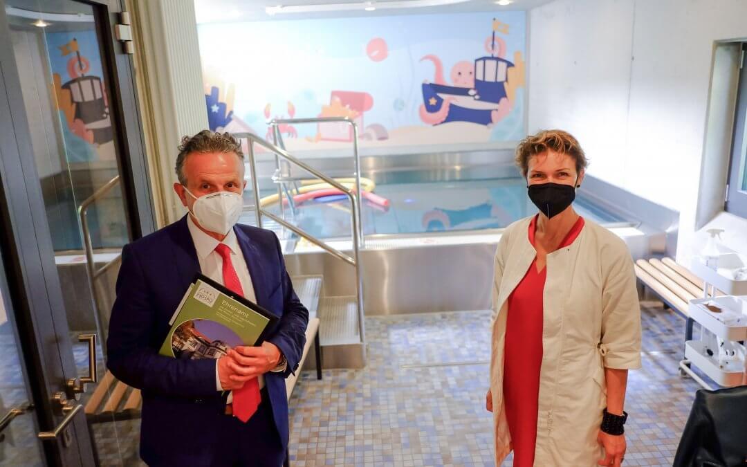 Oberbürgermeister Dr. Frank Nopper und Dr. Alexandra Sußmann, Bürgermeisterin für Soziales und gesellschaftliche Integration der Landeshauptstadt Stuttgart, zu Besuch im HOSPIZ STUTTGART.